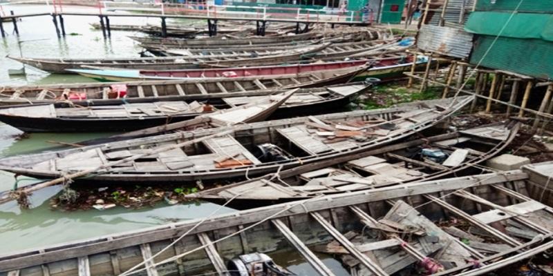 চাঁদপুর নৌ-থানায় নষ্ট হচ্ছে কোটি টাকার জেলে নৌকা