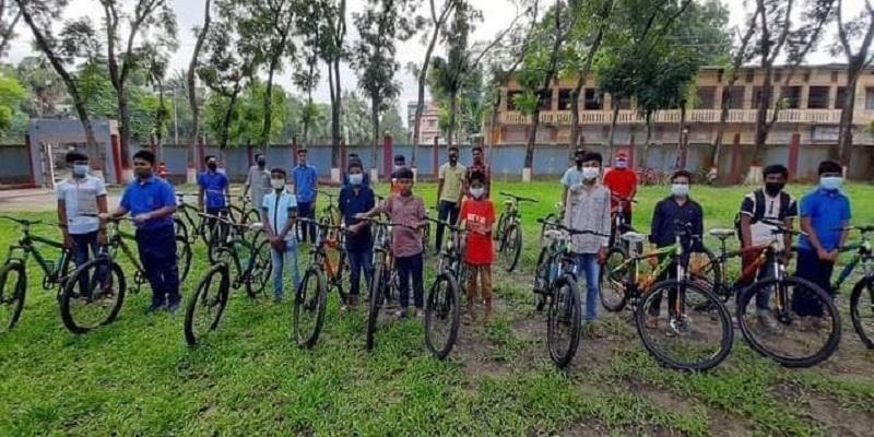 মতলব দক্ষিনে চাঁদপুর জেলা পরিষদের সৌজন্যে শিক্ষার্থীদের মাঝে সাইকেল বিতরণ