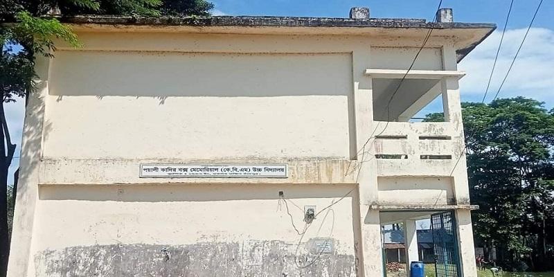 মতলব দক্ষিণে মাধ্যমিক বিদ্যালয় ভাংচুর, প্রধান শিক্ষক লাঞ্ছিত